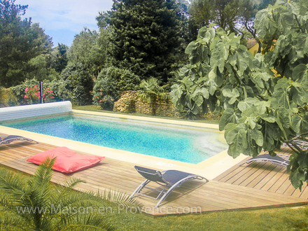 The swimming pool of the holiday rental Villa at Orange ,Vaucluse