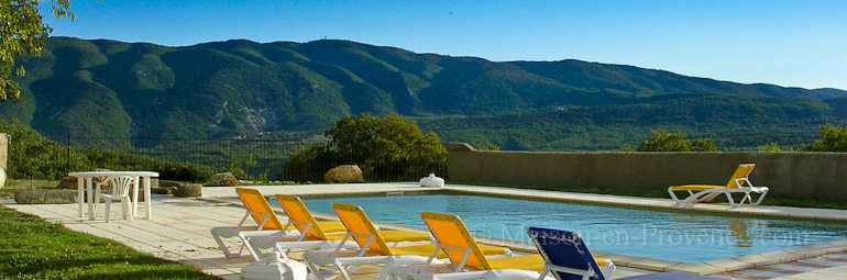 The swimming pool of the holiday rental Mas en pierre at Caseneuve ,Vaucluse