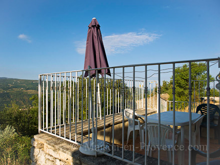 The terrace of the holiday rental Mas en pierre at Caseneuve ,Vaucluse