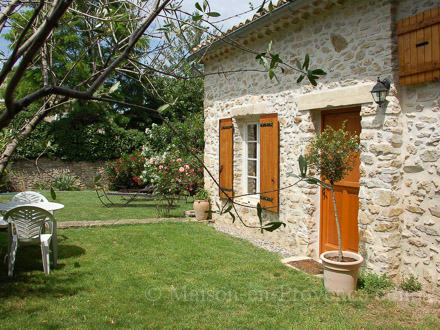 The guest house of the holiday rental Maison en pierre at Orsan ,Gard