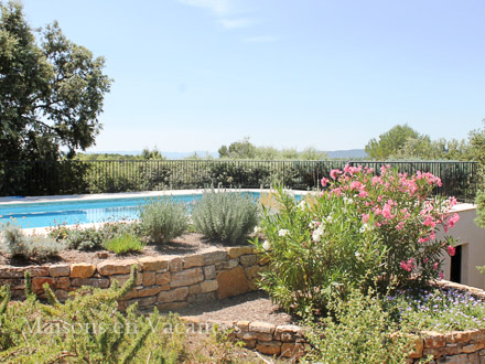 The swimming pool of the holiday rental Villa at Lorgues ,Var