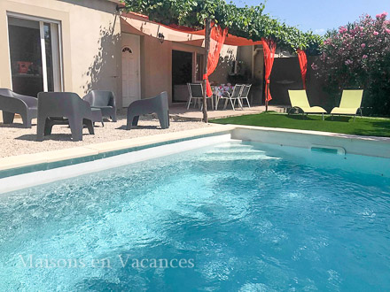The swimming pool of the holiday rental Maison jumelée at Tavel ,Gard