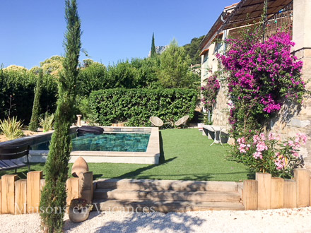 The swimming pool of the holiday rental Villa at La Farlède ,Var