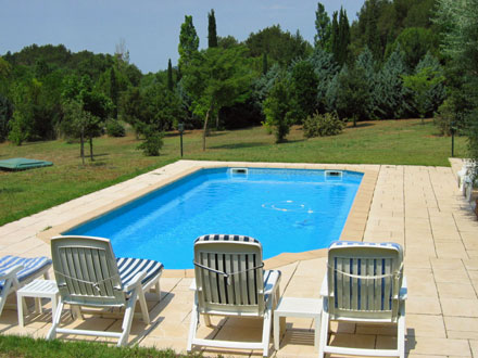 The swimming pool of the holiday rental Villa at Beaurecueil ,Bouches du Rhône