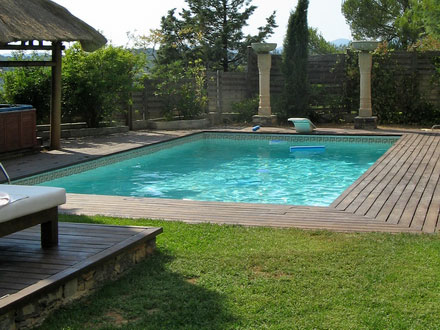 The swimming pool of the holiday rental Villa at Tourves ,Var