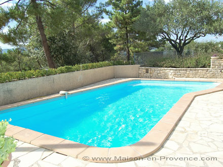 The swimming pool of the holiday rental Villa at Bagnols-sur-Cèze ,Gard